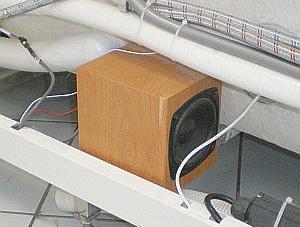 высокое качество звука от встроенной колонки